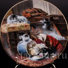 Декоративная фарфоровая тарелка Озорники и шляпная коробка, W. J. George, Великобритания, 1990 г.